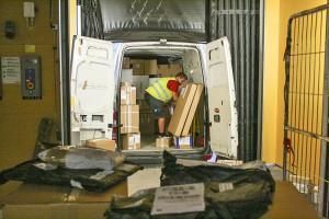 Lastning av paketbil